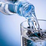 idosos-beber-copo-de-agua
